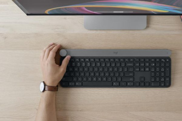 LOGITECH CRAFT HANDS-ON: THIS KEYBOARD'S MINI-SURFACE DIAL IS TRULY INNOVATIVE